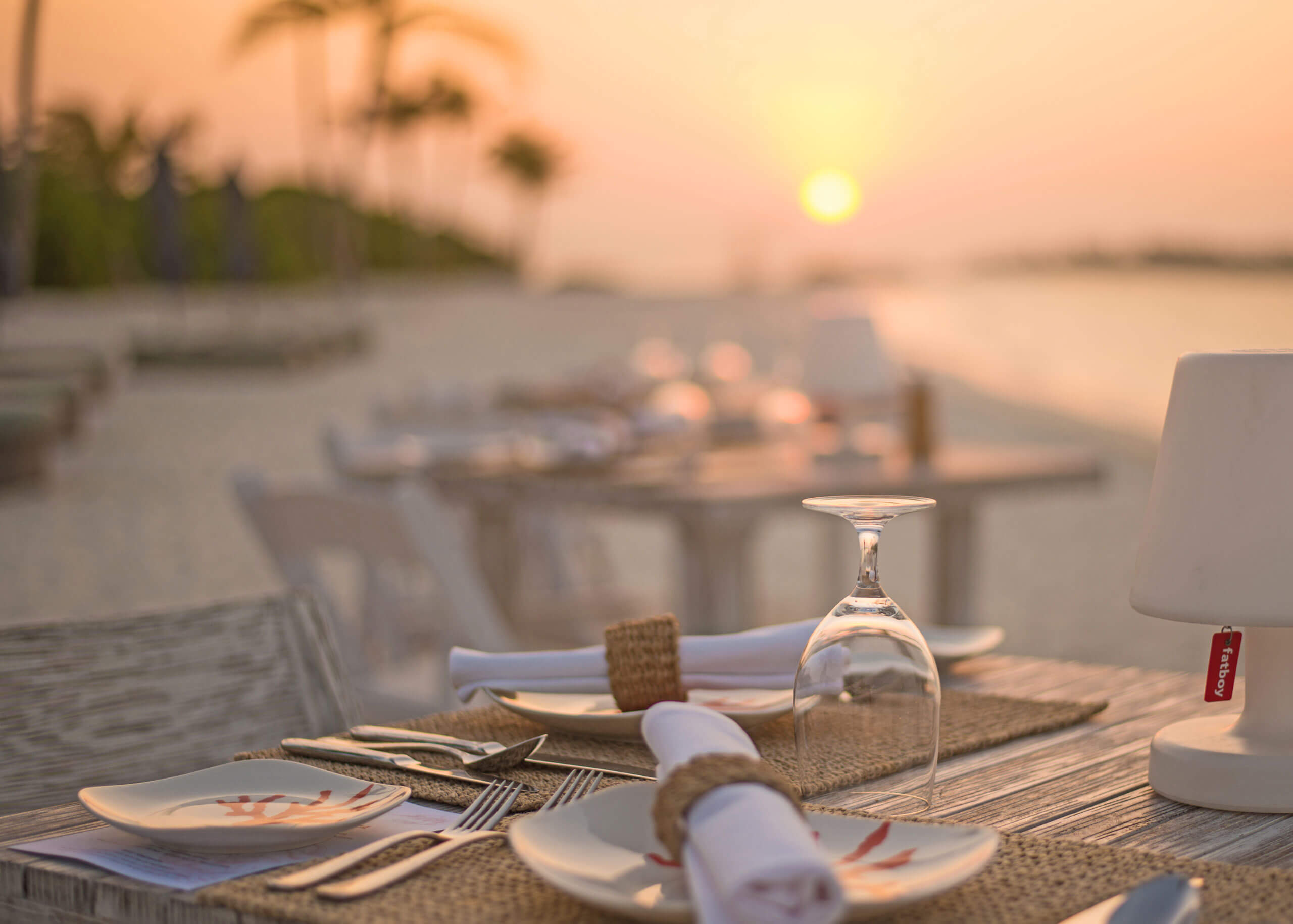 candle light dinner at beach