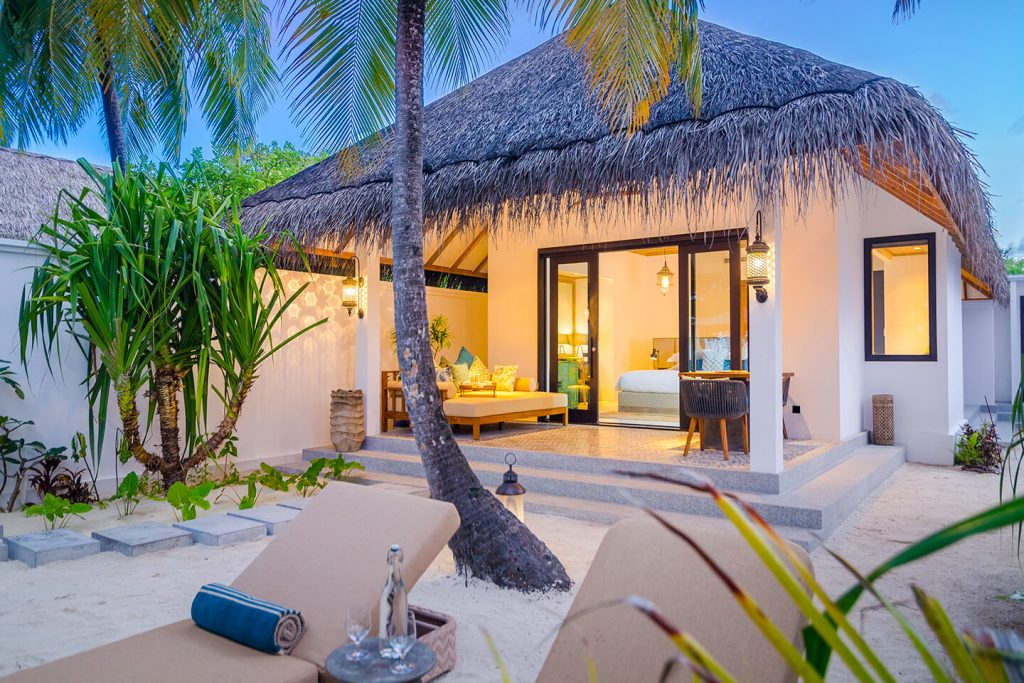 thatched house maldives villa at finolhu kanifushi