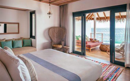 vista al mar desde su cama en la ocean pool villa