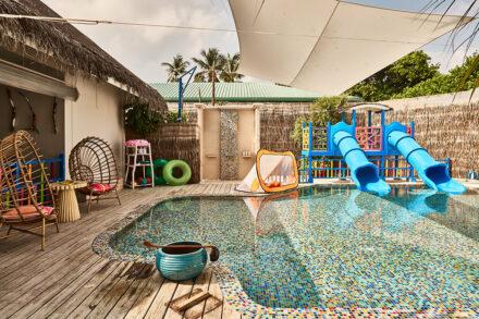 Pool-Bereich mit Wasserrutschen im Oceaneers Club
