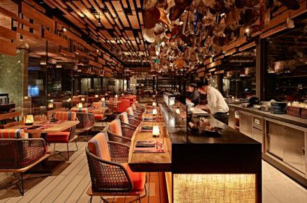Das Fine Dining Restaurant Kanusan bei Nacht