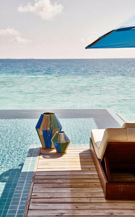 Sonnenbaden auf der Terasse mit privatem Pool und direktem Meerzugang
