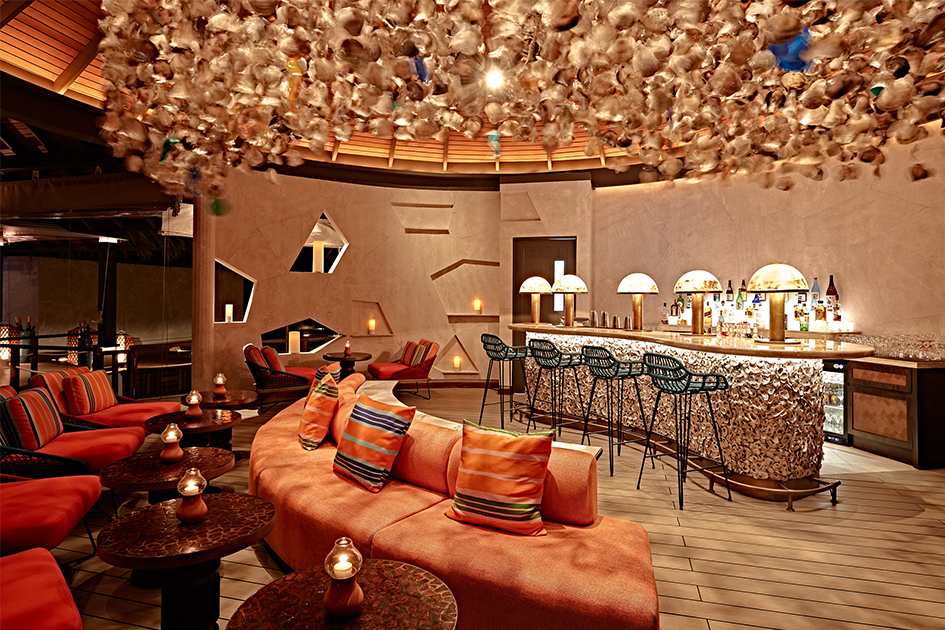 Stylish ambience at the bar in the Kanusan