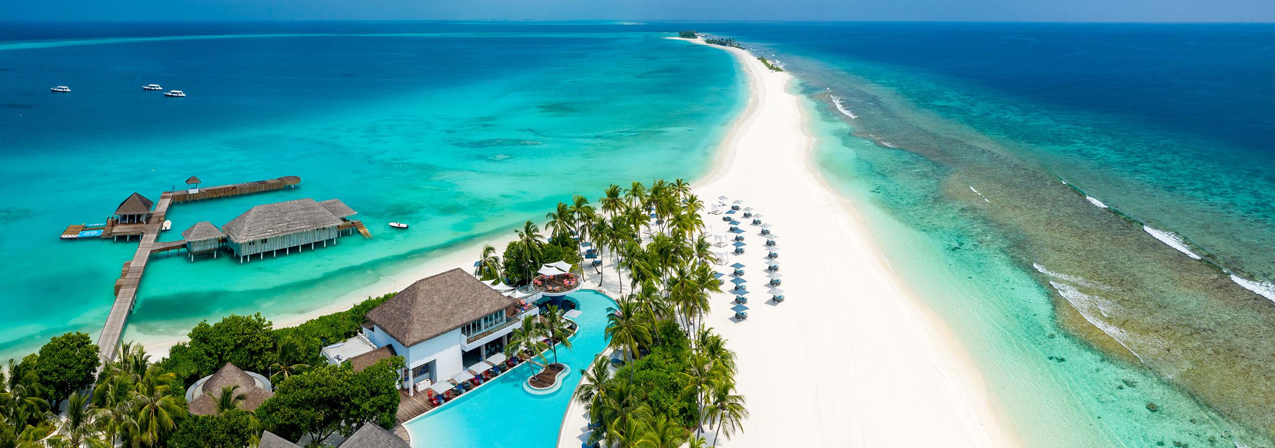 luxury-resort-maldives-seaside-collection-beach-bar-pool-sanbank